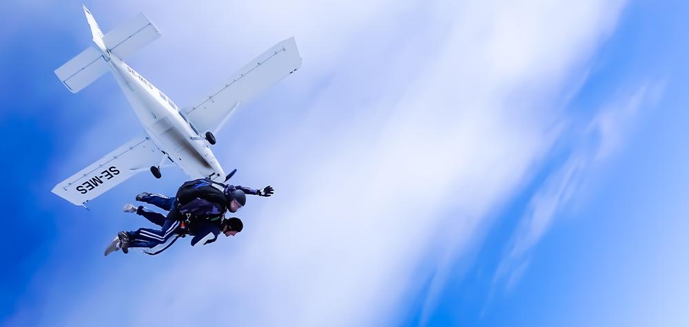 Fallskärmshoppning nära Stockholm - Hoppa fallskärm med instruktör Image