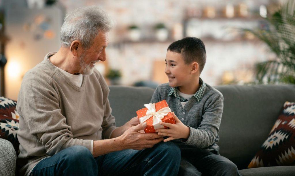 present till gammelmorfar