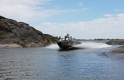 Åka stridsbåt till en topphemlig militäranläggning Image